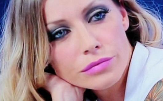 Karina Cascella, dopo Martin Evans canta Ho bisogno del tuo amore