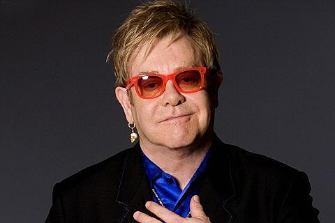 """Elton John: """"non sono un padre assillante. Se fanno i monelli fa nulla"""""""