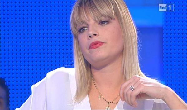 """Emma Marrone a Domenica In: """"sono ingrassata e porto reggiseni da suora"""""""